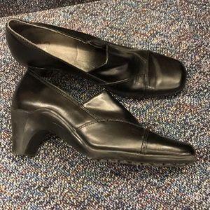 "Aerosoles A2 ""last kiss"" black heels"